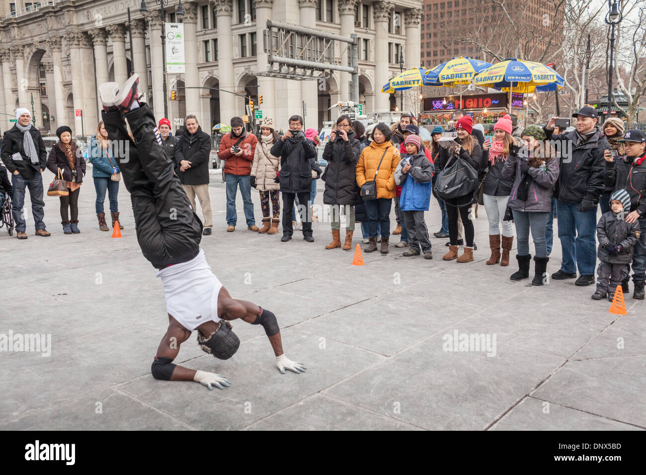 Street performers in Financial District, lower New York City - Stock Image