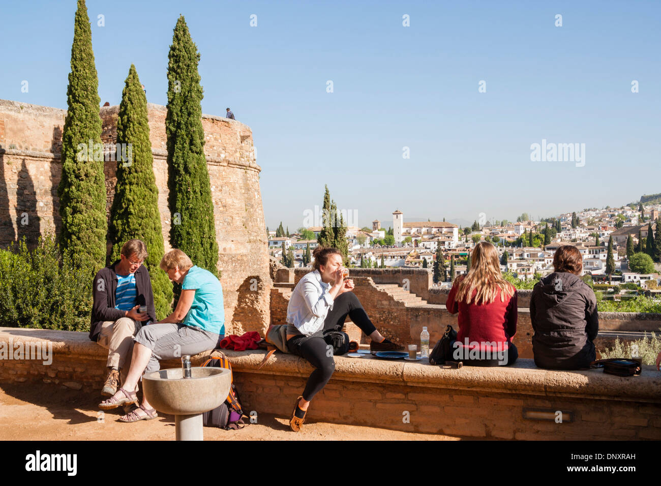 Tourists in La Alhambra, Granada, Andalusia, Spain - Stock Image