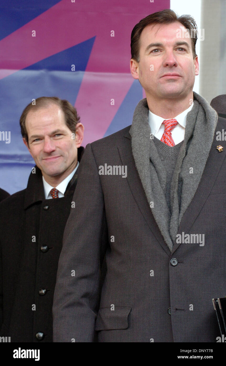 Jan 16, 2006; Manhattan, New York, USA; NYS Attorney General Eliot Spitzer (L) and Nassau County Executive Tom Suozzi (R) as thousands of members and supporters of 1199 Service Employees International Union (SEIU) honor Dr. Martin Luther King with a march and rally in Harlem demanding justice for home health aides. 30,000 Aides provide care for elderly and sick New Yorkers and make - Stock Image