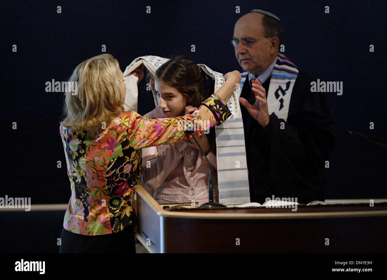 Jan 28, 2006; West Palm Beach, FL, USA; Aunt, Suzanne Douglas Harris, left, places a tallit, or prayer shawl around Bat Mitzvah, Hillary Hass with the help of Rabbi Howard Shapiro before Hillary reads the Torah during the morning Shabbat service on January 28, 2006.   Mandatory Credit: Photo by J. Gwendolynne Berry/Palm Beach Post/ZUMA Press. (©) Copyright 2006 by Palm Beach Post - Stock Image