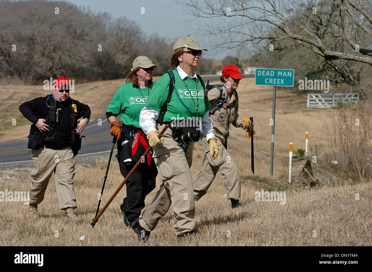 Feb 09, 2006; Seguin, TX, USA; Volunteers from Austin area search and rescue organizations cross over FM 725 on Dead Man Creek near Seguin in a search for clues involving the disappearance of a Seguin mother. Mandatory Credit: Photo by Tom Reel/San Antonio Express-News /ZUMA Press. (©) Copyright 2006 by San Antonio Express-News - Stock Image