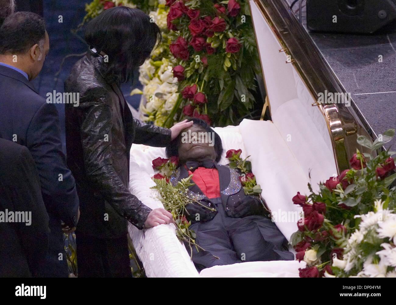 Похороны майкла джексона видео растянутой
