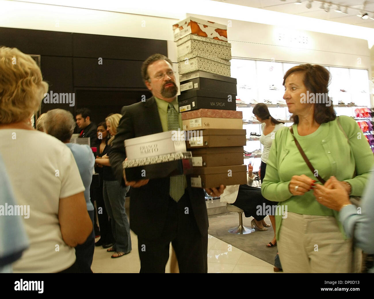 Shoe Salesman Stock Photos & Shoe Salesman Stock Images - Page 3 - Alamy