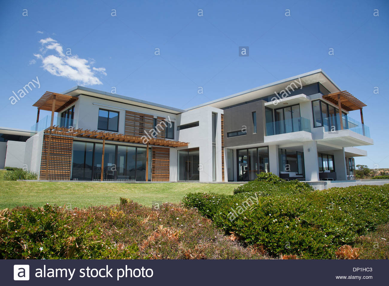 Modern house and yard - Stock Image