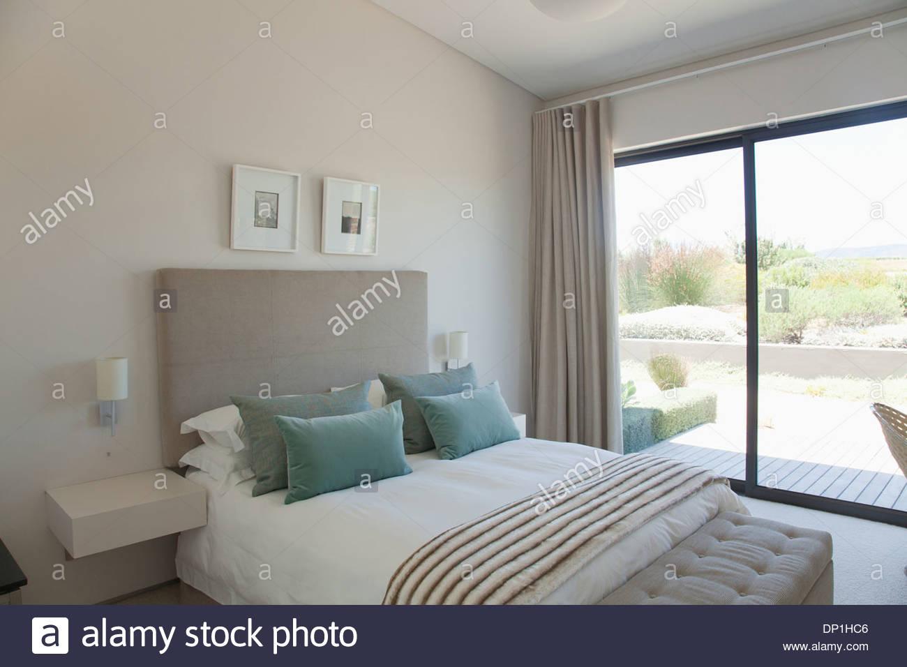 Modern bedroom - Stock Image