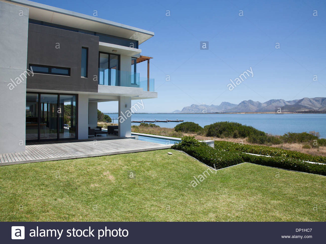 View of lake from modern house - Stock Image