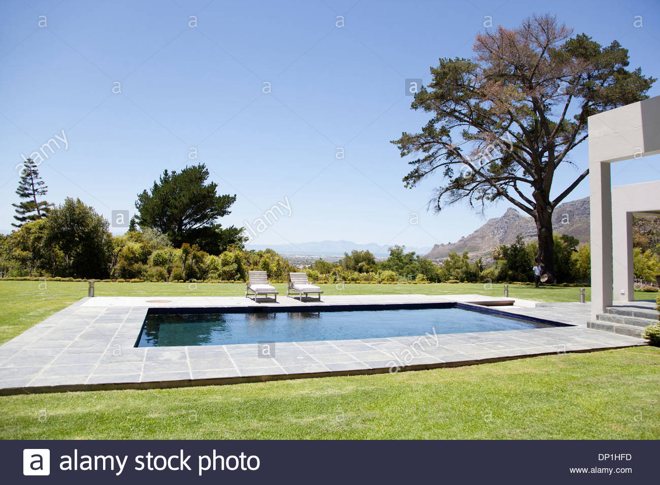 Modern house with swimming pool - Stock Image
