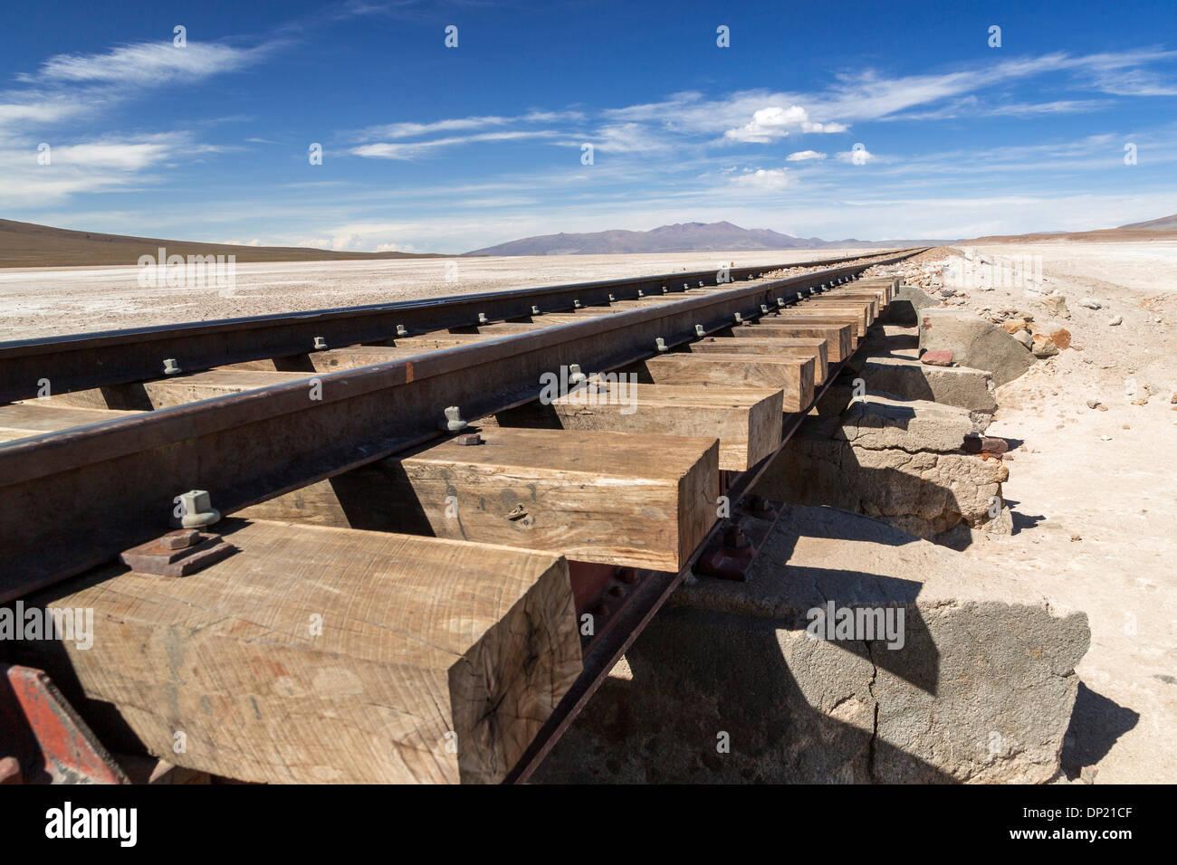 Railroad tracks, Altiplano, Andean Plateau, Andes, Bolivia - Stock Image