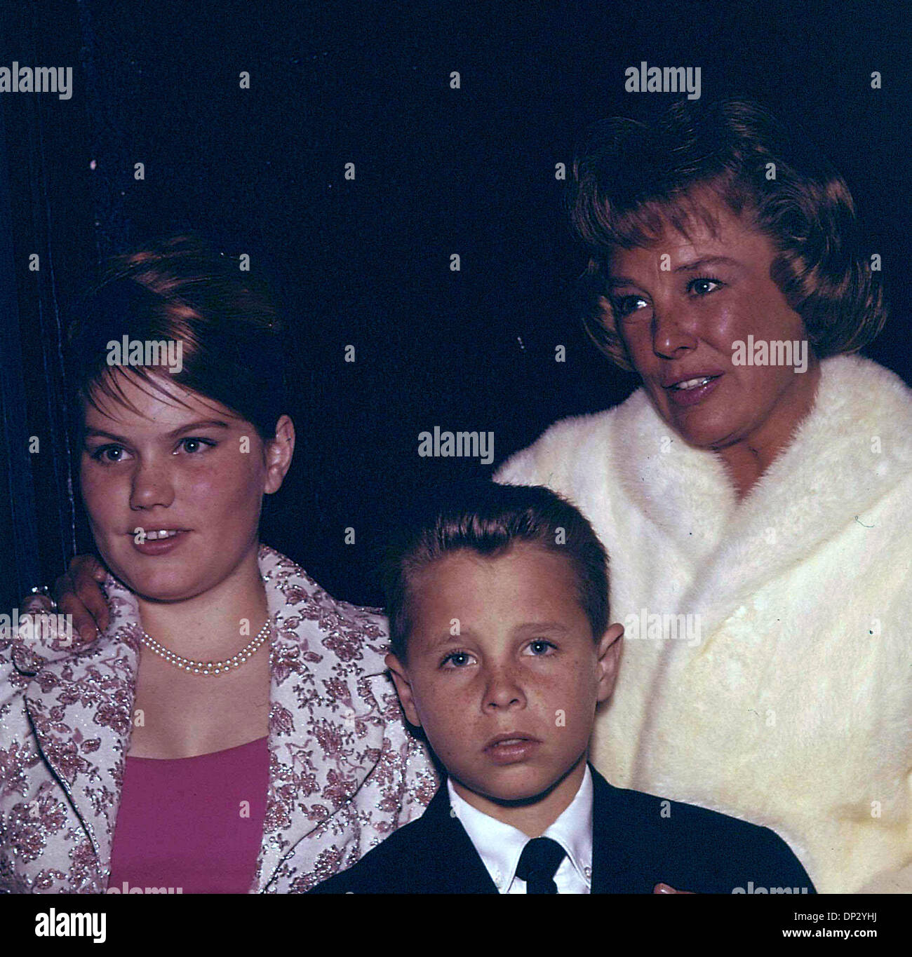 JUNE ALLYSON AND HER CHILDREN DICK POWELL