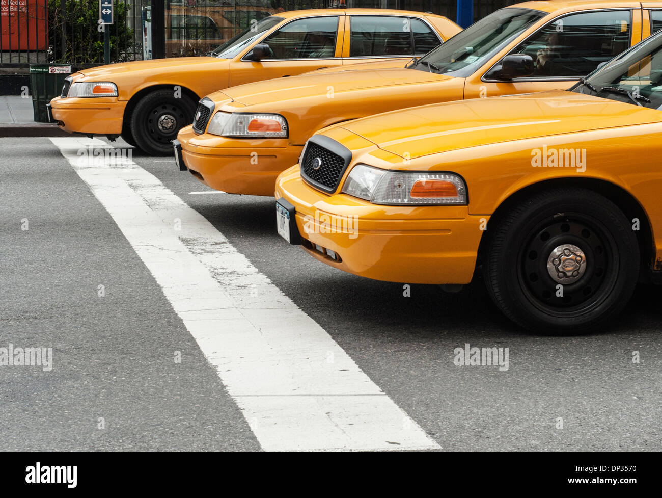 A line up of taxis on a NYC street - Stock Image
