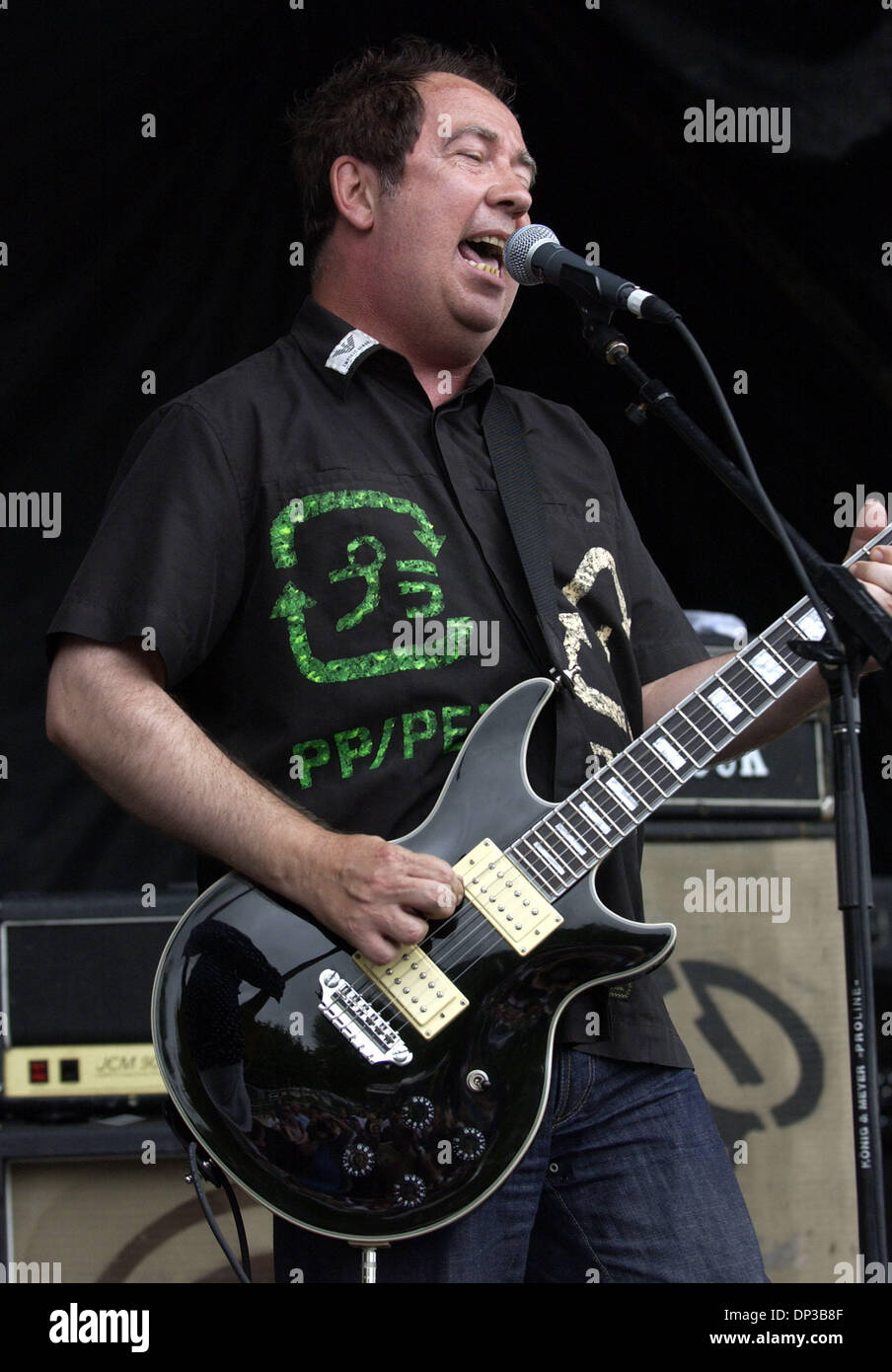 Jun 27, 2006; Raleigh, NC, USA; Legendary Punk Rock Musicians Buzzcocks perform live as the 2006 Vans Warped Tour makes a stop at Alltel Pavilion located in Raleigh.  Mandatory Credit: Photo by Jason Moore/ZUMA Press. (©) Copyright 2006 by Jason Moore - Stock Image