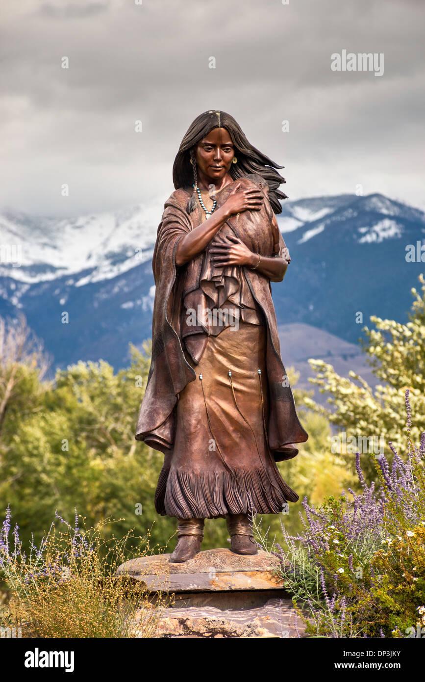 Statue of Sacajawea, a Shoshone woman, by Agnes Vincen Talbot, at Sacajawea Center in Salmon, Idaho, USA - Stock Image