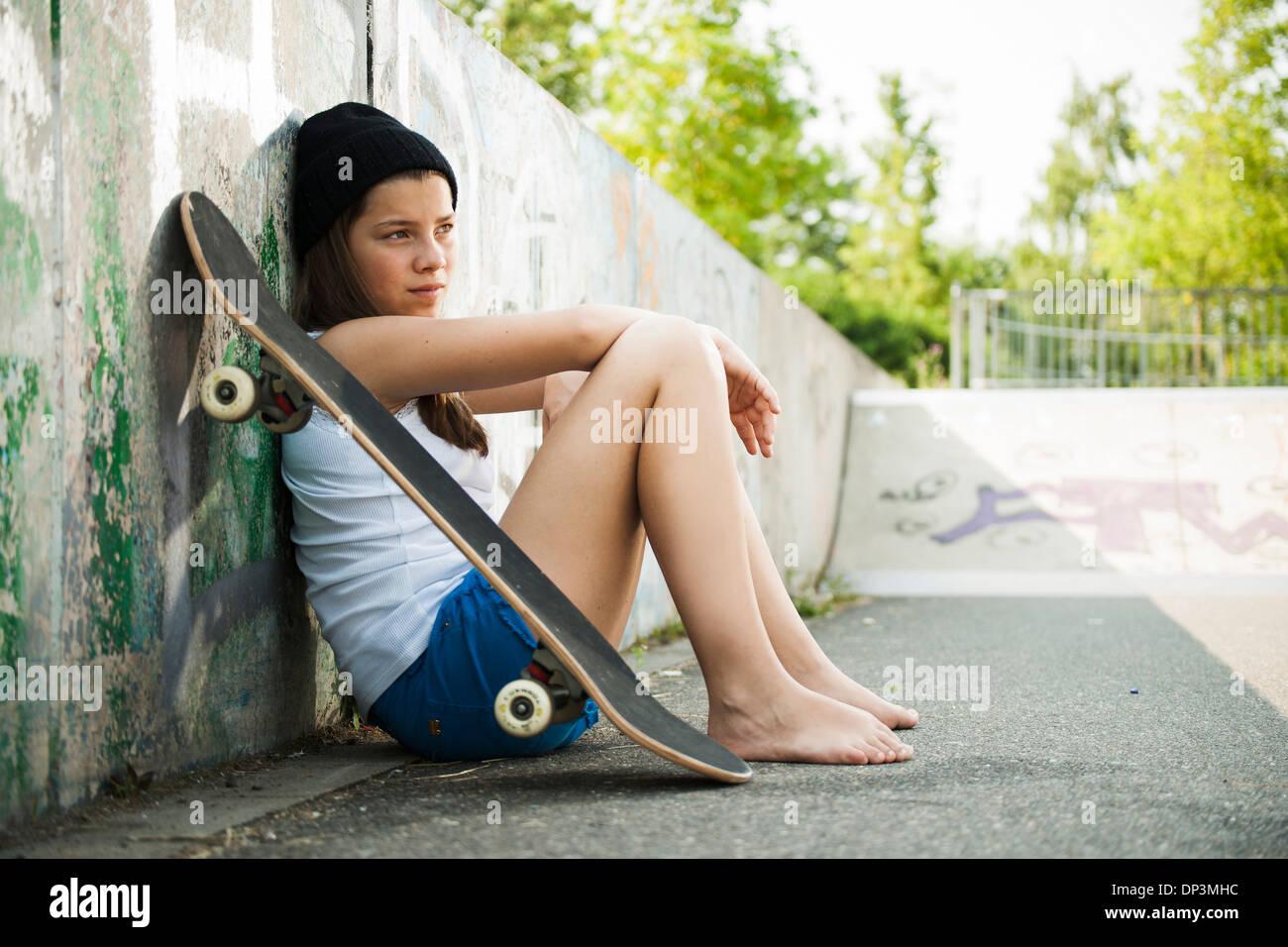 https://c8.alamy.com/comp/DP3MHC/girl-hanging-out-in-skatepark-feudenheim-mannheim-baden-wurttemberg-DP3MHC.jpg