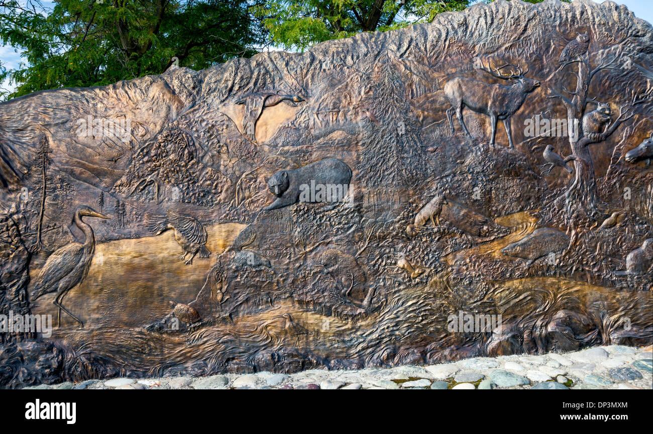 Tsceminicum, sculpture by Nancy Dreher, interpreting Native American mythology, Lewis and Clark Center in Lewiston, Idaho, USA - Stock Image