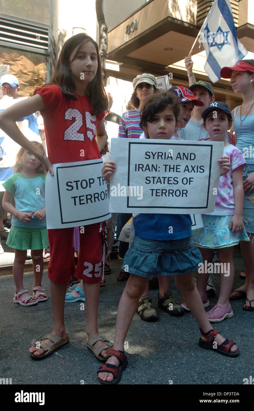 Jul 16, 2006; Manhattan, NY, USA; Sisters from the Bronx MICHAL SCHORSCH (L) 11 and NAVA (R), 6 hold signs as dozens Stock Photo