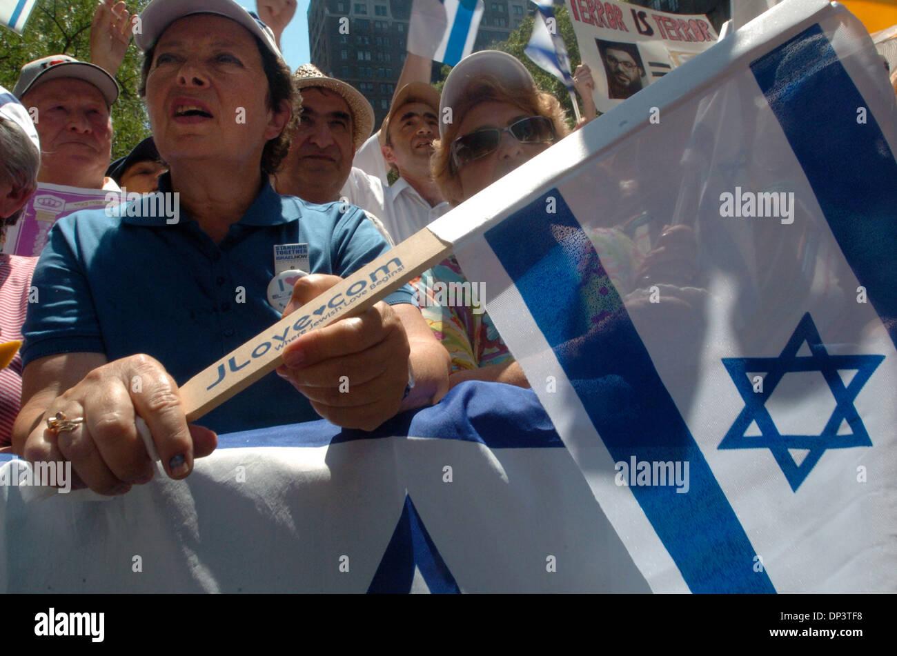 Jul 17, 2006; New York, NY, USA; PELLA AKHMECHET, of Brooklyn waves an Israeli flag as hundreds of supporters turn - Stock Image