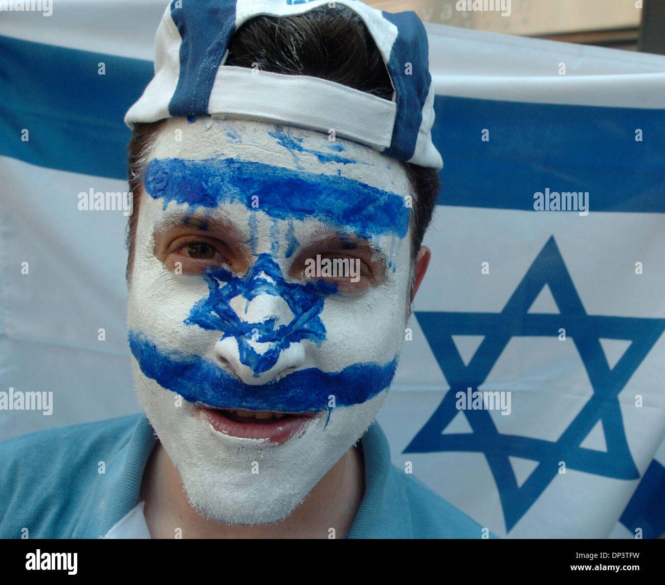 Jul 17, 2006; New York, NY, USA; AYTON ELLER of Brooklyn has the Israeli flag painted on his face  as hundreds of - Stock Image