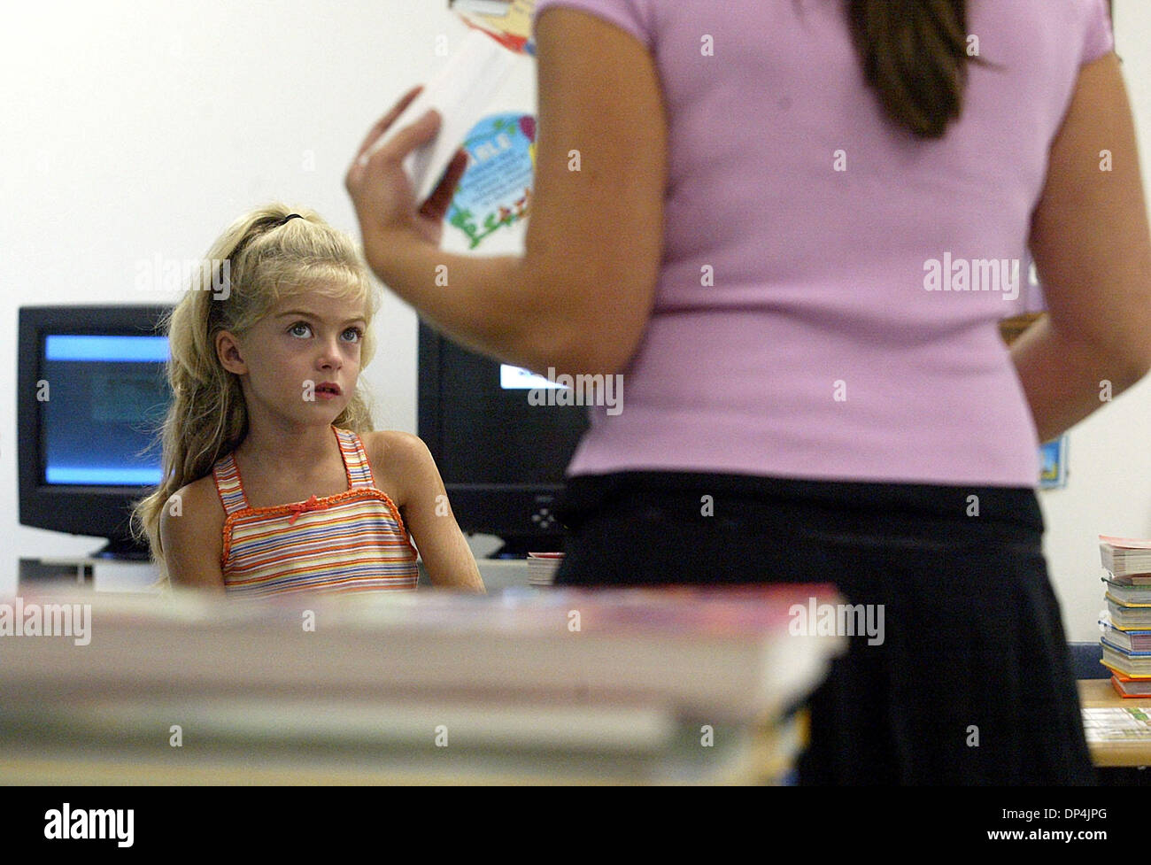 Aug 15, 2006; Boca Raton, FL, USA; Amanda Cozzens, 7, listens as first-year 2nd-grade teacher Paige Schildkraut chats with her parents during Meet the Teacher Day at Addison Mizner Elementary School in Boca Raton Tuesday, Aug. 15, 2006. Meet the Teacher Day was Wed. and Paige got to meet many of her students for the first time and introduce herself to their parents. Mandatory Credi - Stock Image