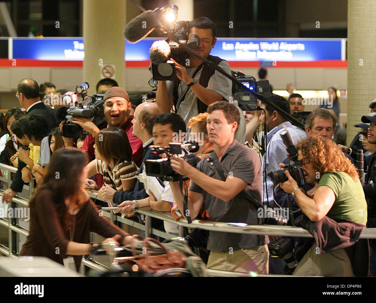 Aug 20, 2006; Los Angeles, CA, USA; Members of the news media gather at the arrival area of Los Angeles International Airport to interview passengers arriving from the same flight with John Mark Karr, the suspect in the killing of 6-year-old JonBenet Ramsey on Sunday, Aug. 20, 2006. Karr, the suspect in the killing of 6-year-old JonBenet Ramsey, arrived late Sunday after a 15-hour  - Stock Image