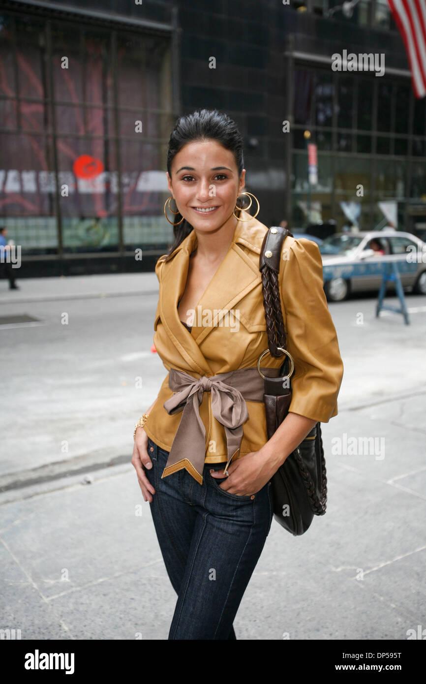 Emmanuelle chriqui dating 2019 hyundai