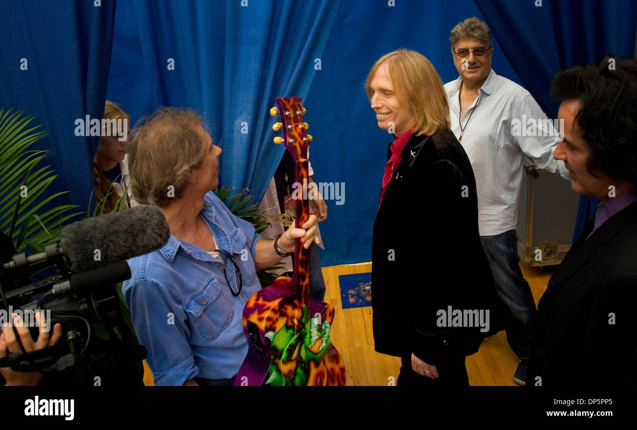 sep 21 2006 gainesville fl usa tom petty and the heartbreakers stock photo 65281165 alamy. Black Bedroom Furniture Sets. Home Design Ideas