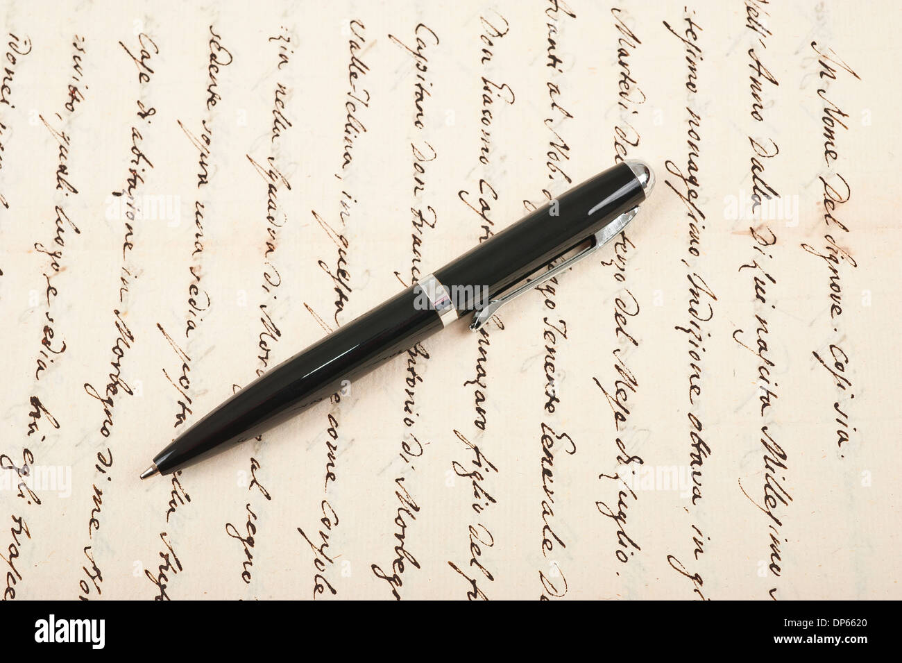 pen with vintage hand written letter - Stock Image