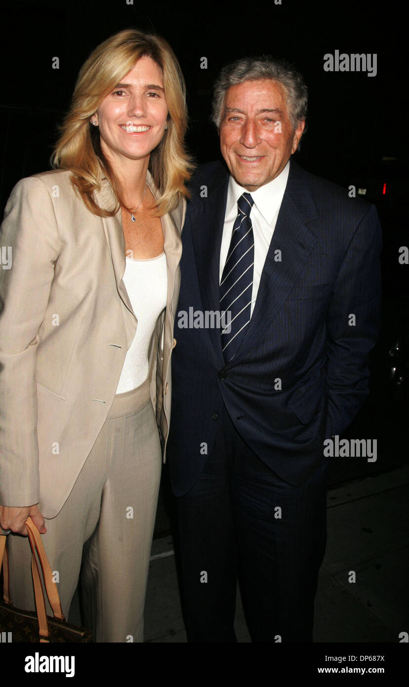 Oct 09, 2006; New York, NY, USA; Singer TONY BENNETT and his girlfriend SUSAN CROW at the arrivals for the Barbra Streisand concert held at Madison Square Garden. Mandatory Credit: Photo by Nancy Kaszerman/ZUMA Press. (©) Copyright 2006 by Nancy Kaszerman - Stock Image