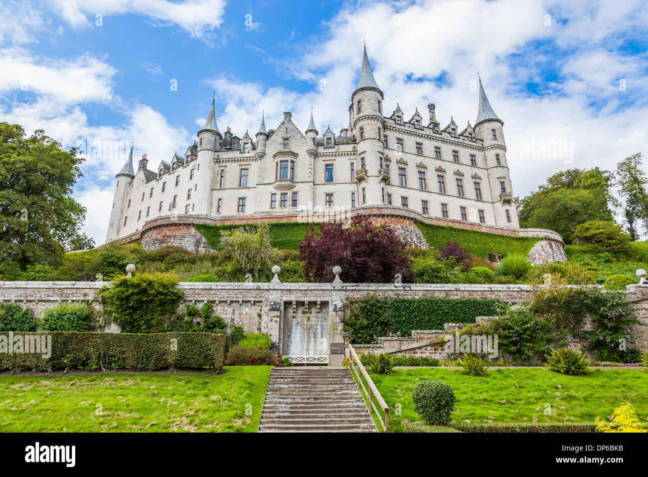 Daylight view of Dunrobin Castle, Scottish Highlands - Stock Image