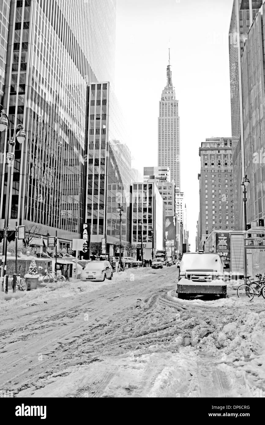 Black and white photo of New York after a snow fall, with the Empire State Building in the background. - Stock Image
