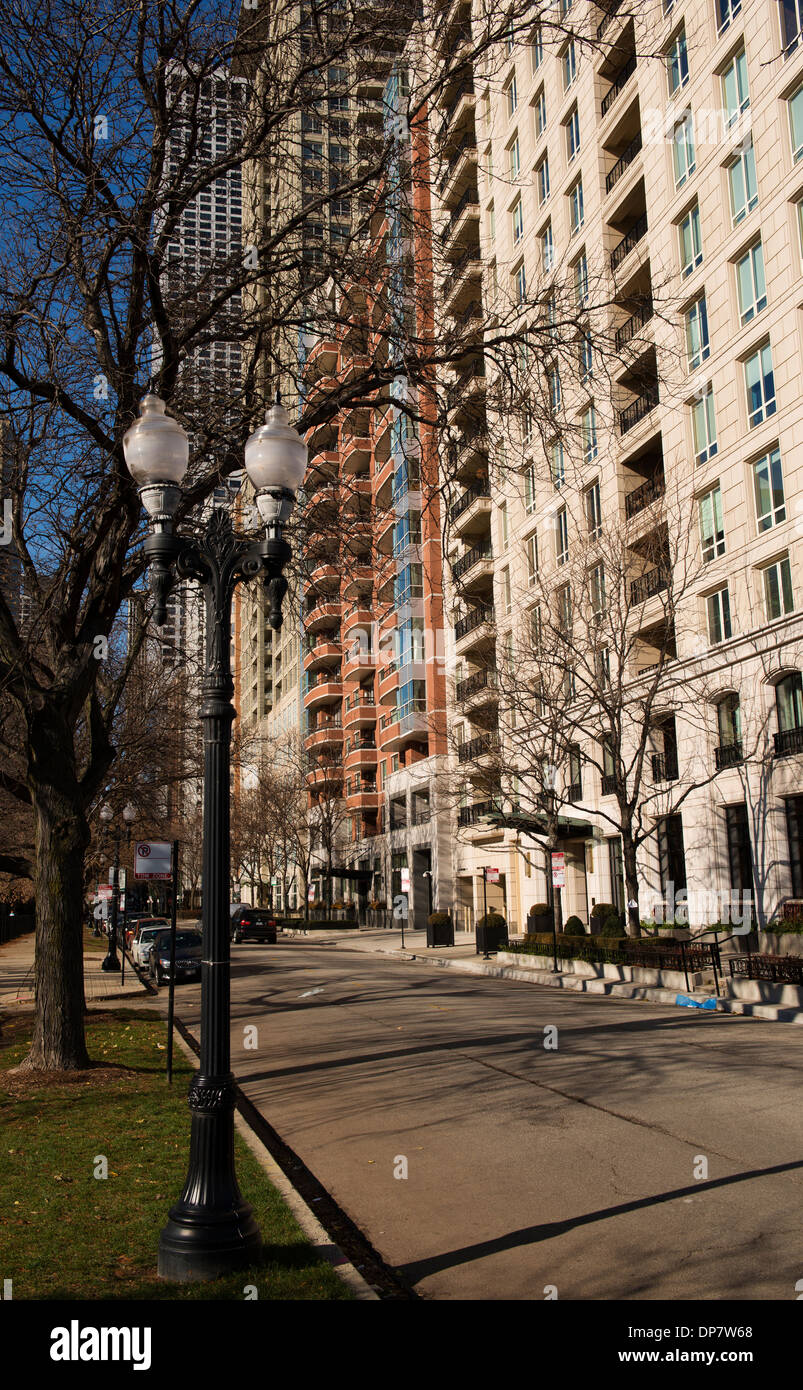 Street and apartments in upmarket North Shore in winter. - Stock Image