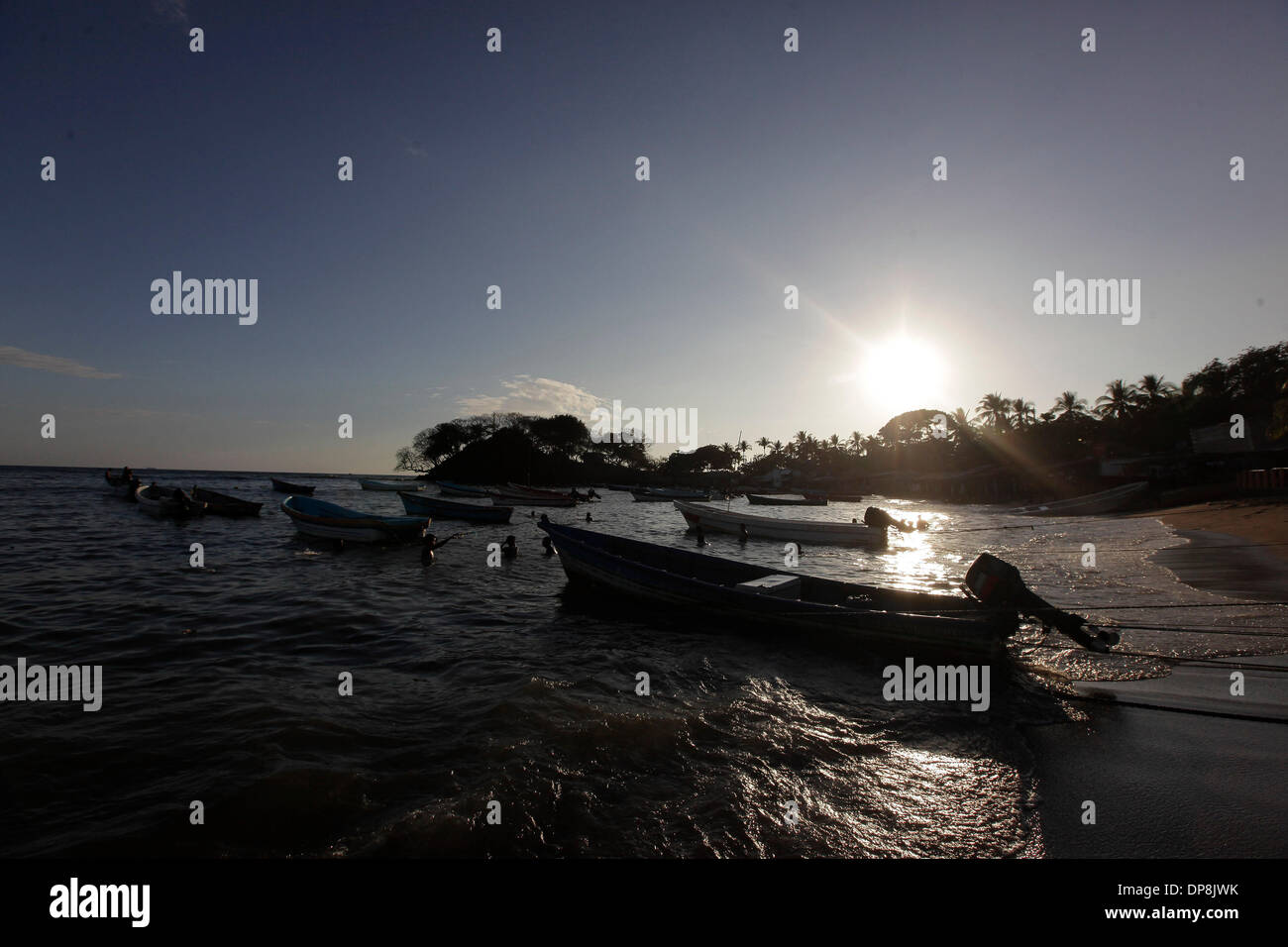 Sonsonate. 3th Jan, 2014. Photo taken on Jan. 3, 2014 shows fishermen swimming during the vacation for the beginning of year, in Los Cobanos Beach, Sonsonate department, 84 km from San Salvador, capital of El Salvador. © Oscar Rivera/Xinhua/Alamy Live News - Stock Image
