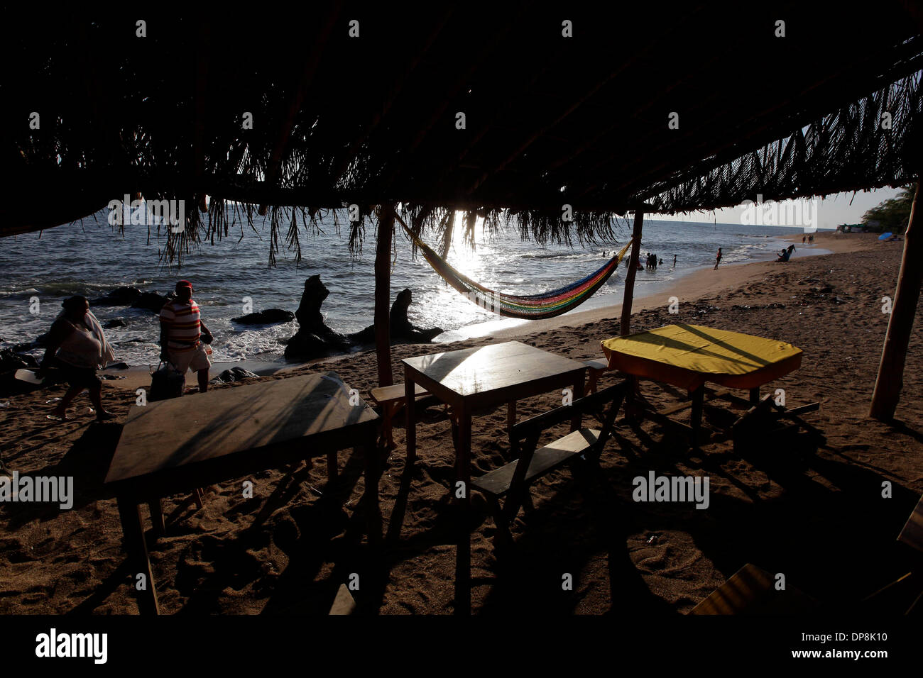 Sonsonate. 3th Jan, 2014. Photo taken on Jan. 3, 2014 shows residents walking during the vacation for the beginning of year, in Los Cobanos Beach, Sonsonate department, 84 km from San Salvador, capital of El Salvador. © Oscar Rivera/Xinhua/Alamy Live News - Stock Image