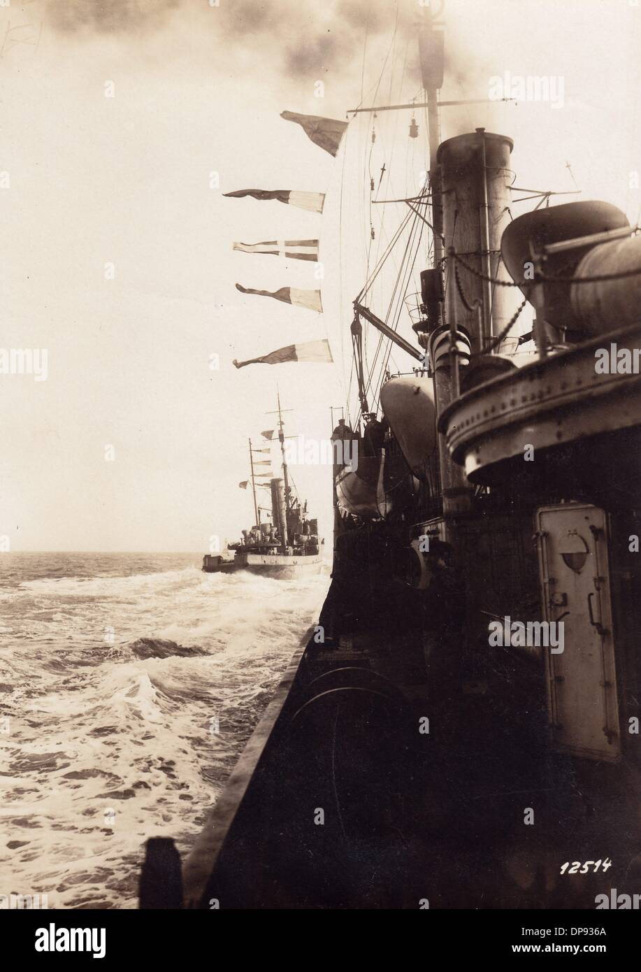 Disembarking of German troops to occupy the Russian naval base Oesel (today: Saaremaa/Estonia) during the Operation Albion in the end of 1917. After the Peace Treaty of Brest-Litovsk, the German troops drew back. Photo: Berliner Verlag/Archiv - Stock Image