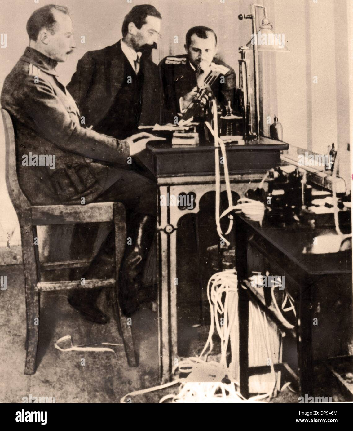 Russian officers telegraph orders for the Russian delegates in the peace negotiations in Brest-Litovsk. The peace negotiations ended with the peace treaty of Brest-Litovsk from 3 March 1918 with the Soviet Union withdrawing from the war. Photo: Berliner Verlag/Archiv - Stock Image