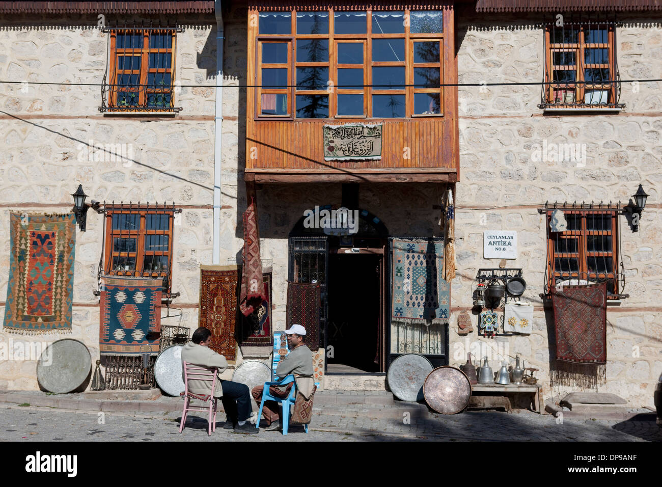 Antique shop Beyşehir Konya Turkey - Stock Image