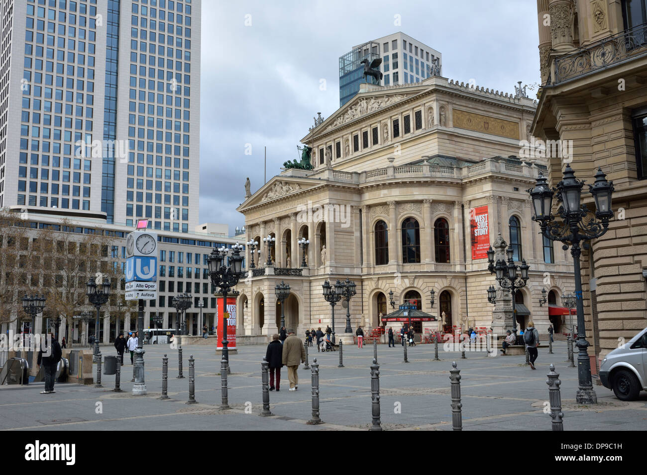 Tourists at the old opera house in Frankfurt, Germany - Stock Image