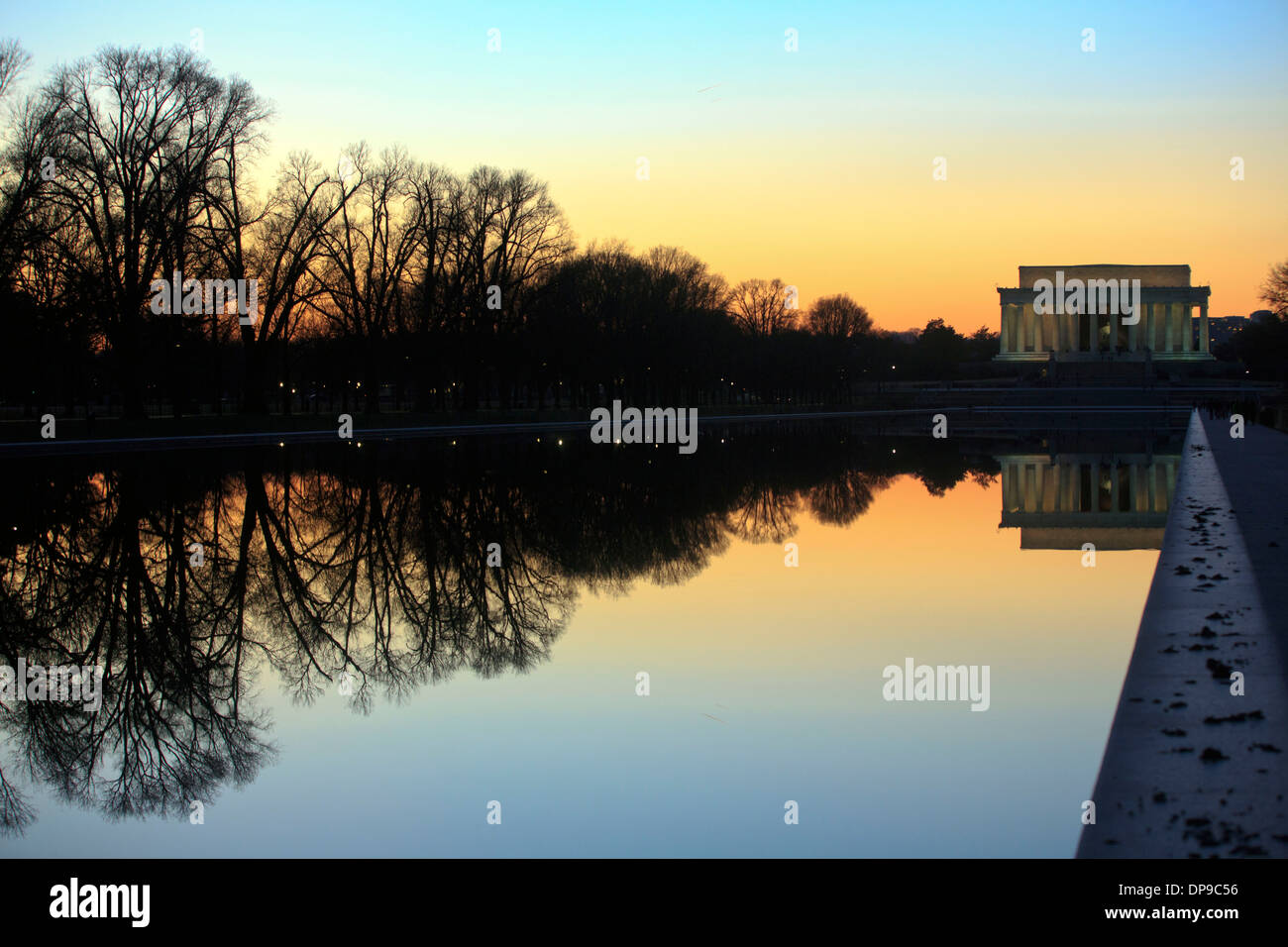The reflecting pool looking towards the Lincoln Memorial memorial, Washington DC. 17 December, 2013. photo by Trevor Collens. - Stock Image