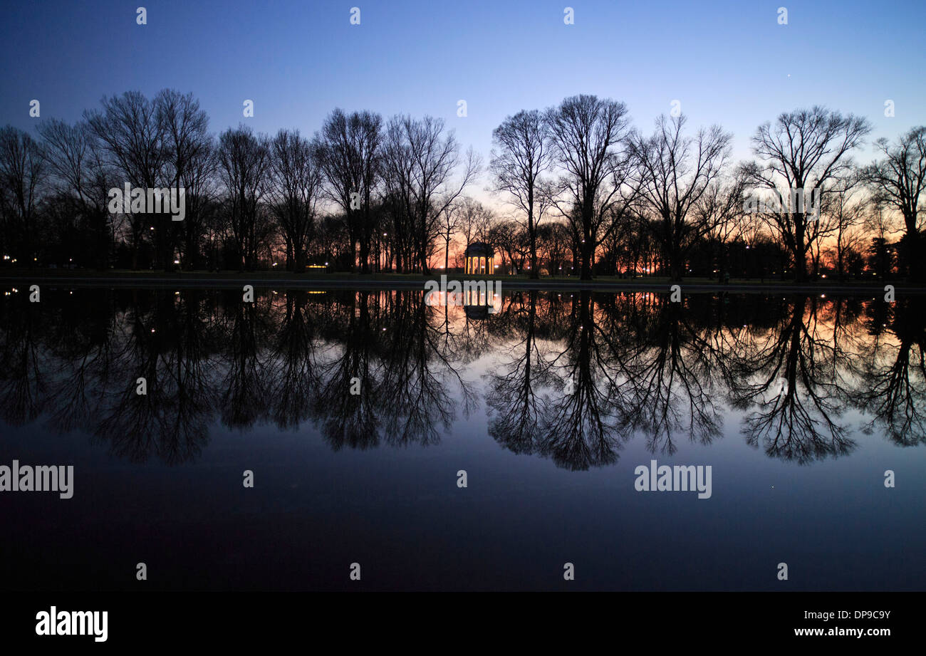 The World War 1 memorial mirrored in the reflecting pool , Washington DC. 17 December, 2013. photo by Trevor Collens. - Stock Image