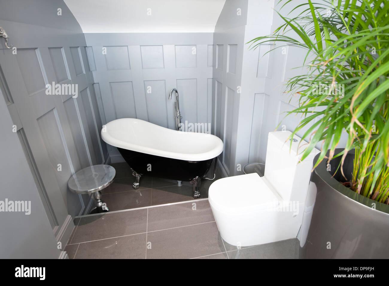 Modern bathroom Victorian style bath tub bathtub - Stock Image