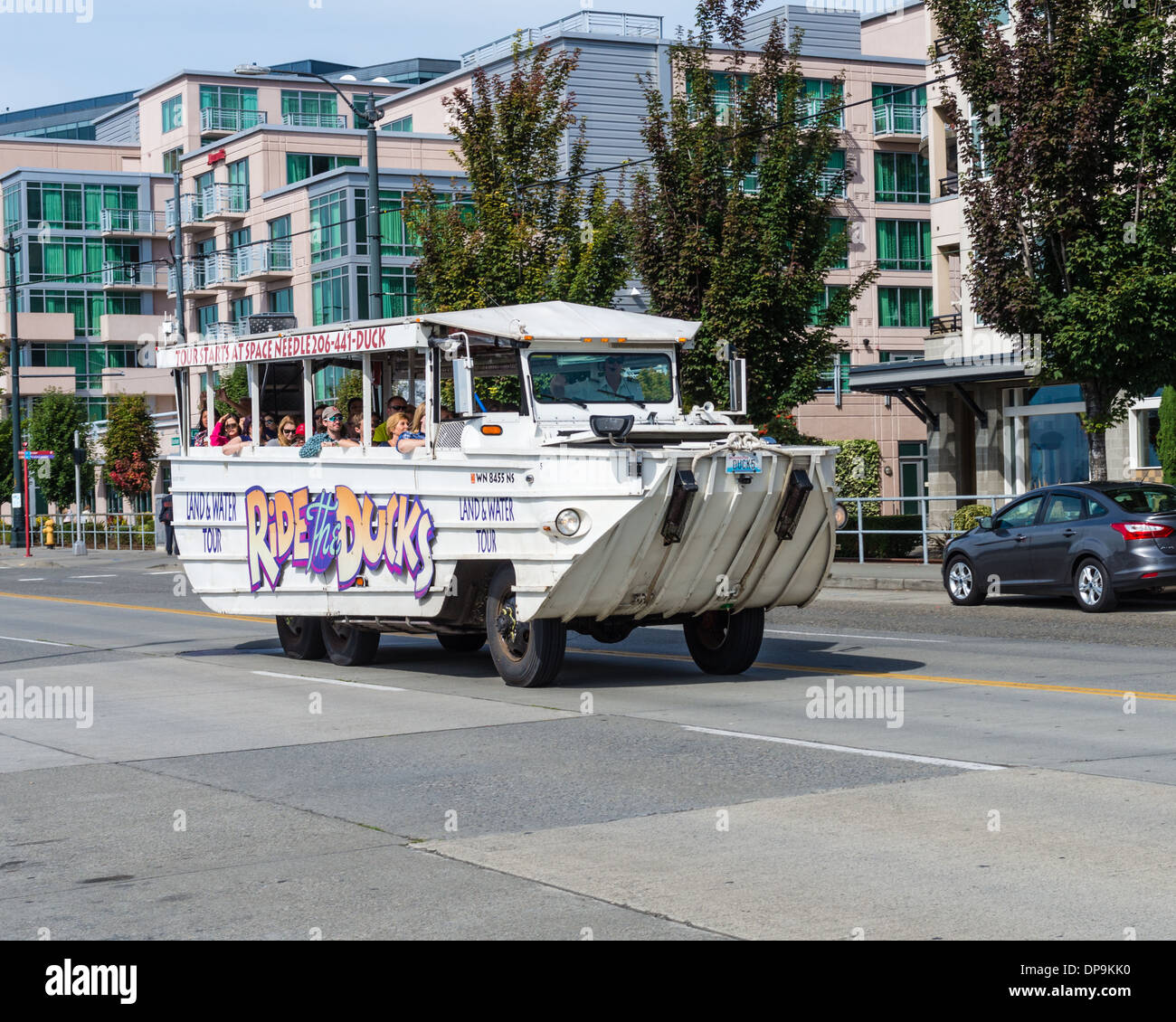 Duck tour vehicle with tourists near the waterfront Port of Seattle.  Seattle, Washington - Stock Image