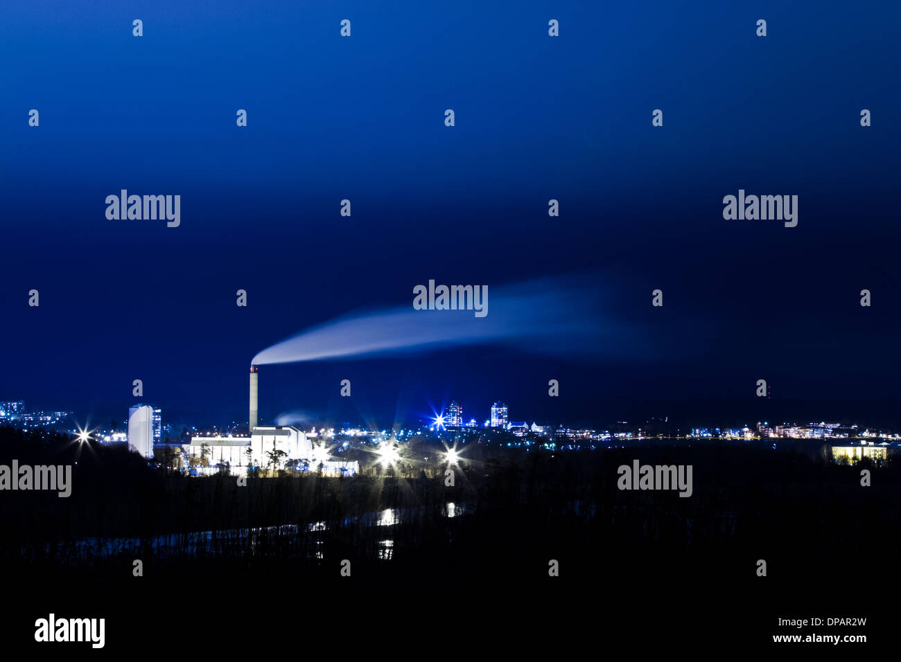 Smoke from a powerplant by night, 30 s exposure. - Stock Image
