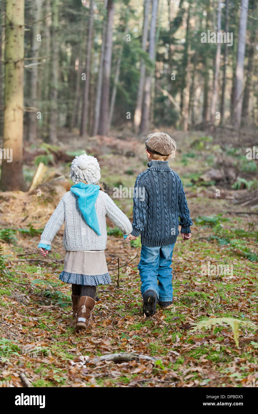 Germany, North Rhine-Westphalia, Moenchengladbach, Scene from fairy tale Hansel and Gretel, brother and sister in the woods - Stock Image