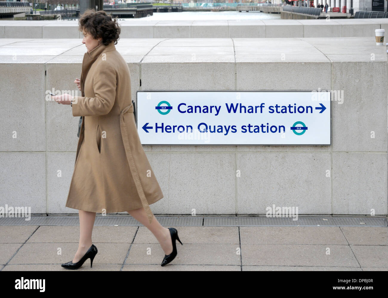 London, England, UK. Docklands / Canary Wharf. Sign giving directions to tube station and Heron Quays - Stock Image