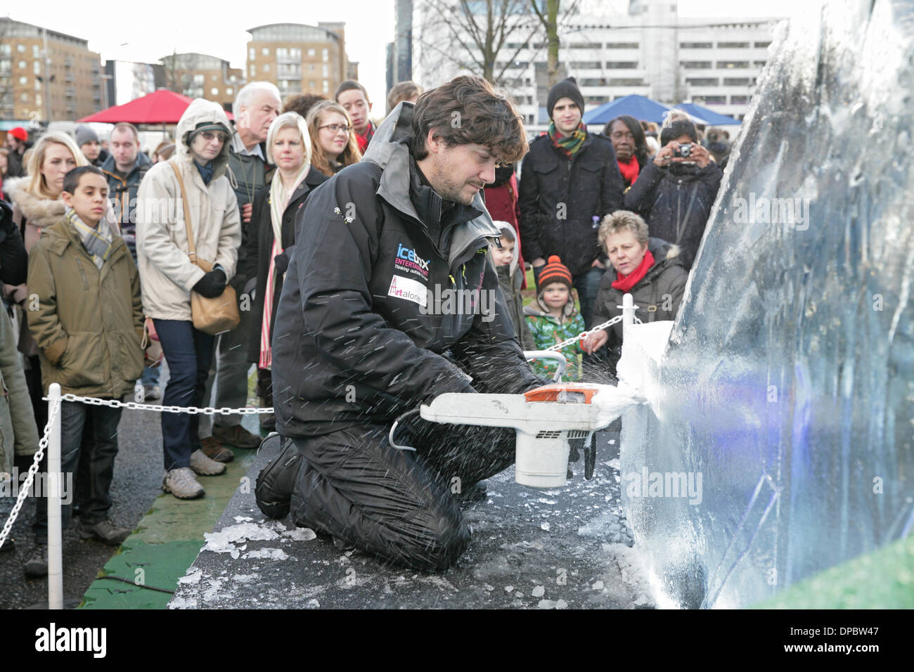 London, UK.11th January 2014. A sculpter at work at  the London Ice Sculpting Festival Credit: Keith Larby/Alamy Live News - Stock Image