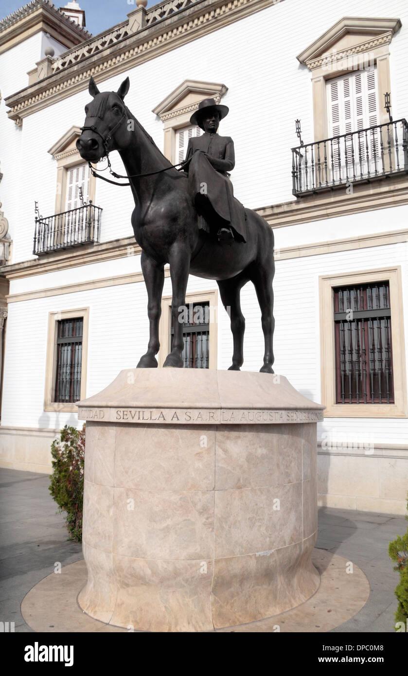 Countess of Barcelona statue outside Plaza de Toros de la Real Maestranza de Caballería de Sevilla (bull ring), Seville, Spain. - Stock Image