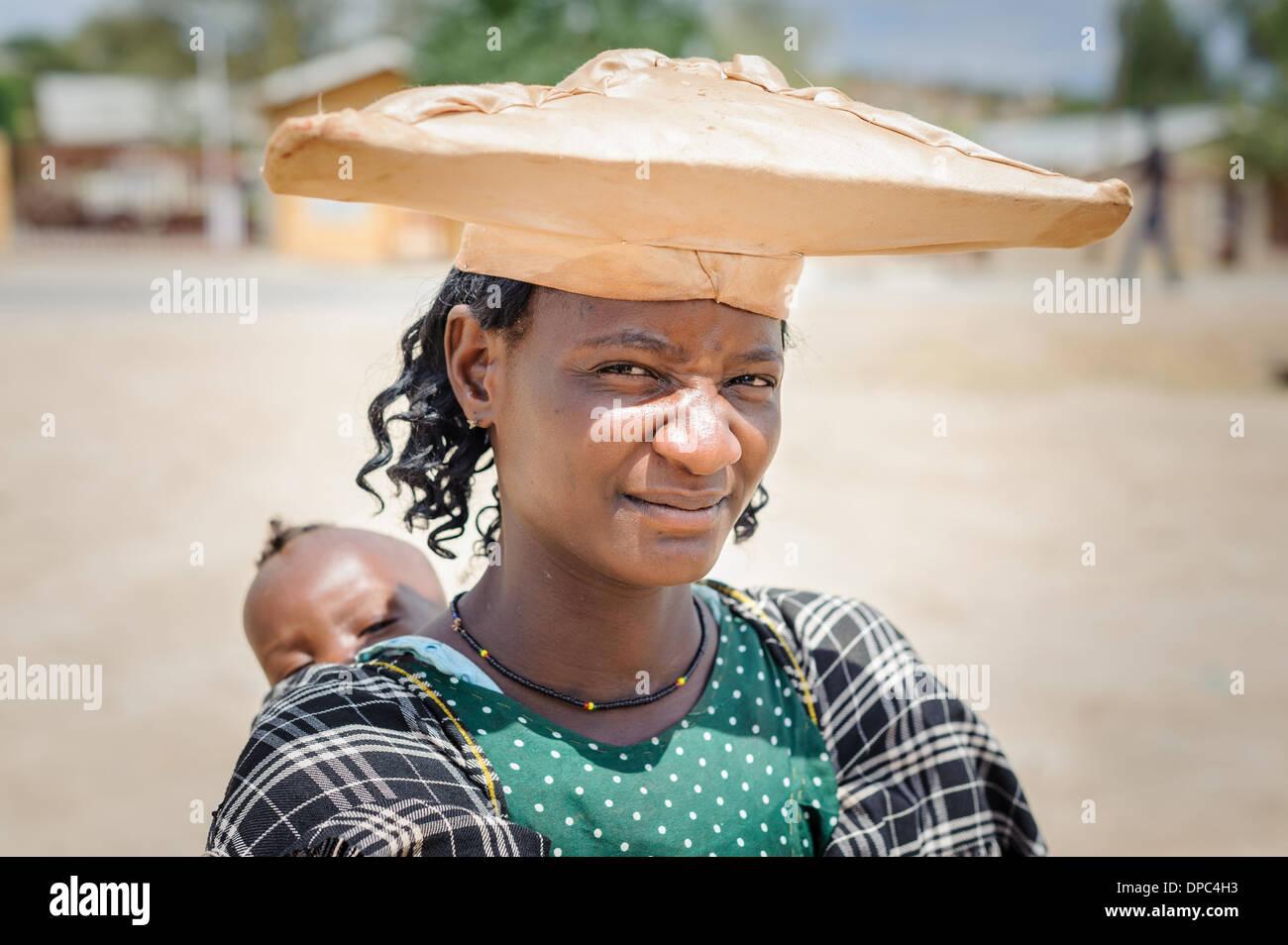 Herero woman with child, Kunene region, Namibia, Africa. - Stock Image