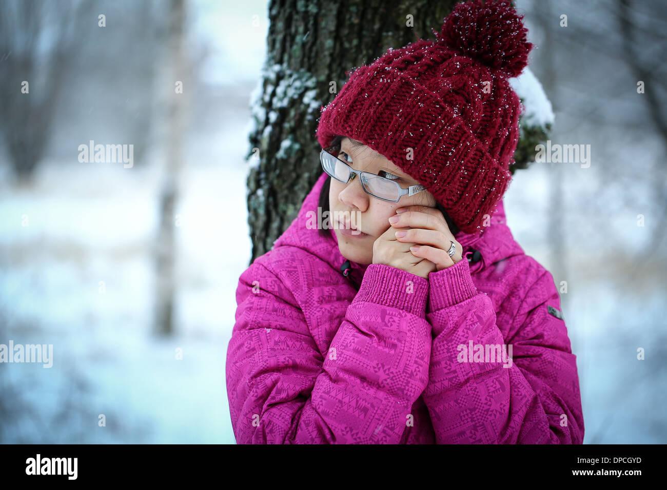 01ef6790e Sad Girl Leaning Against Tree Stock Photos   Sad Girl Leaning ...