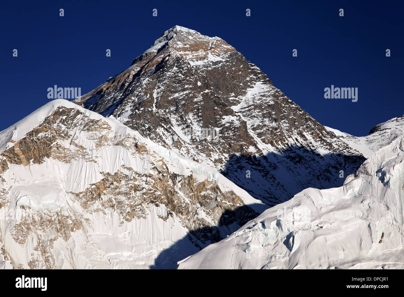 The summit pyramid of Mount Everest, in the Nepal Himalaya - Stock Image