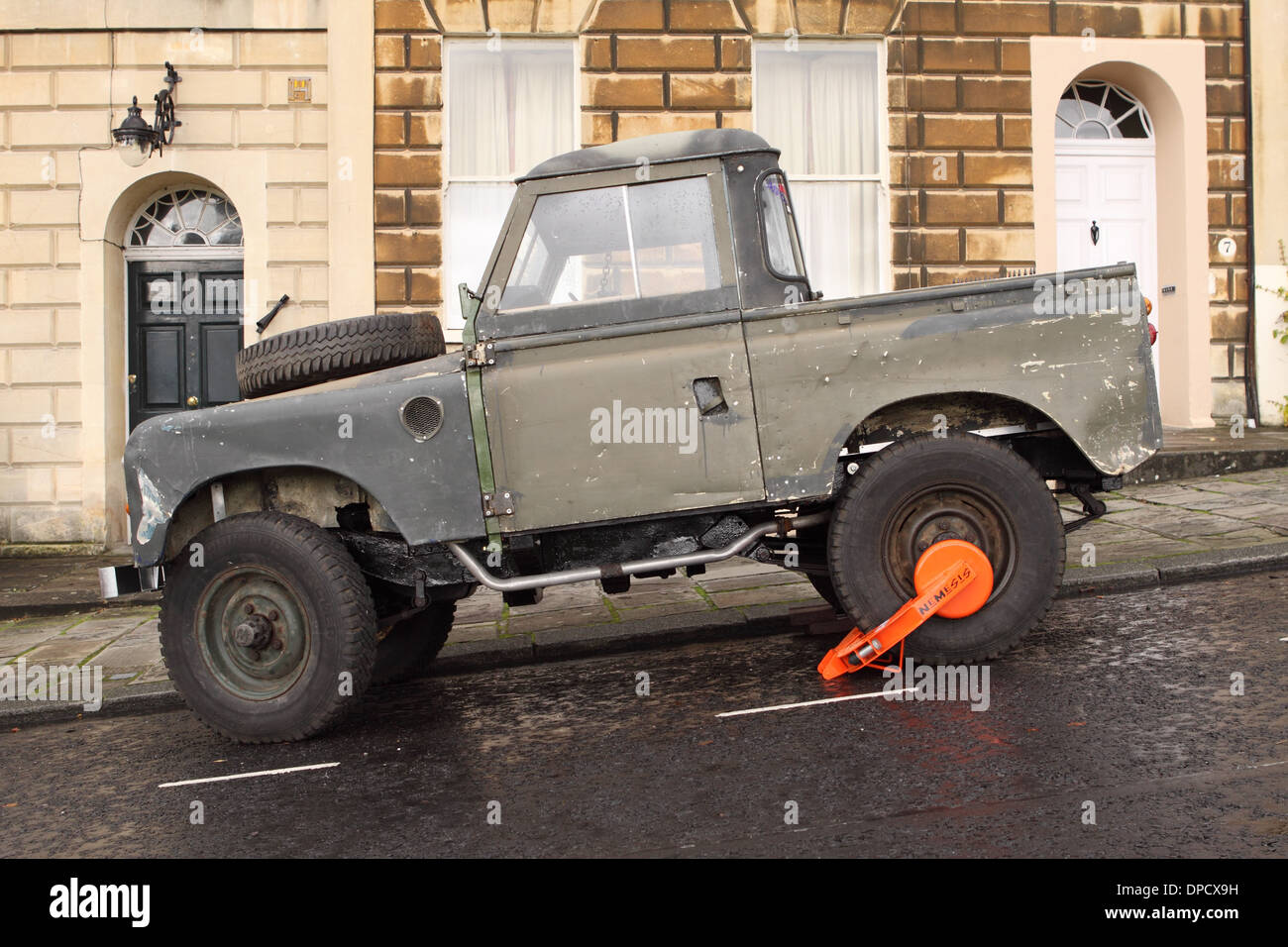 Landrover parked on a hill in Bath city England with a Nemesis security clamp lock - Stock Image