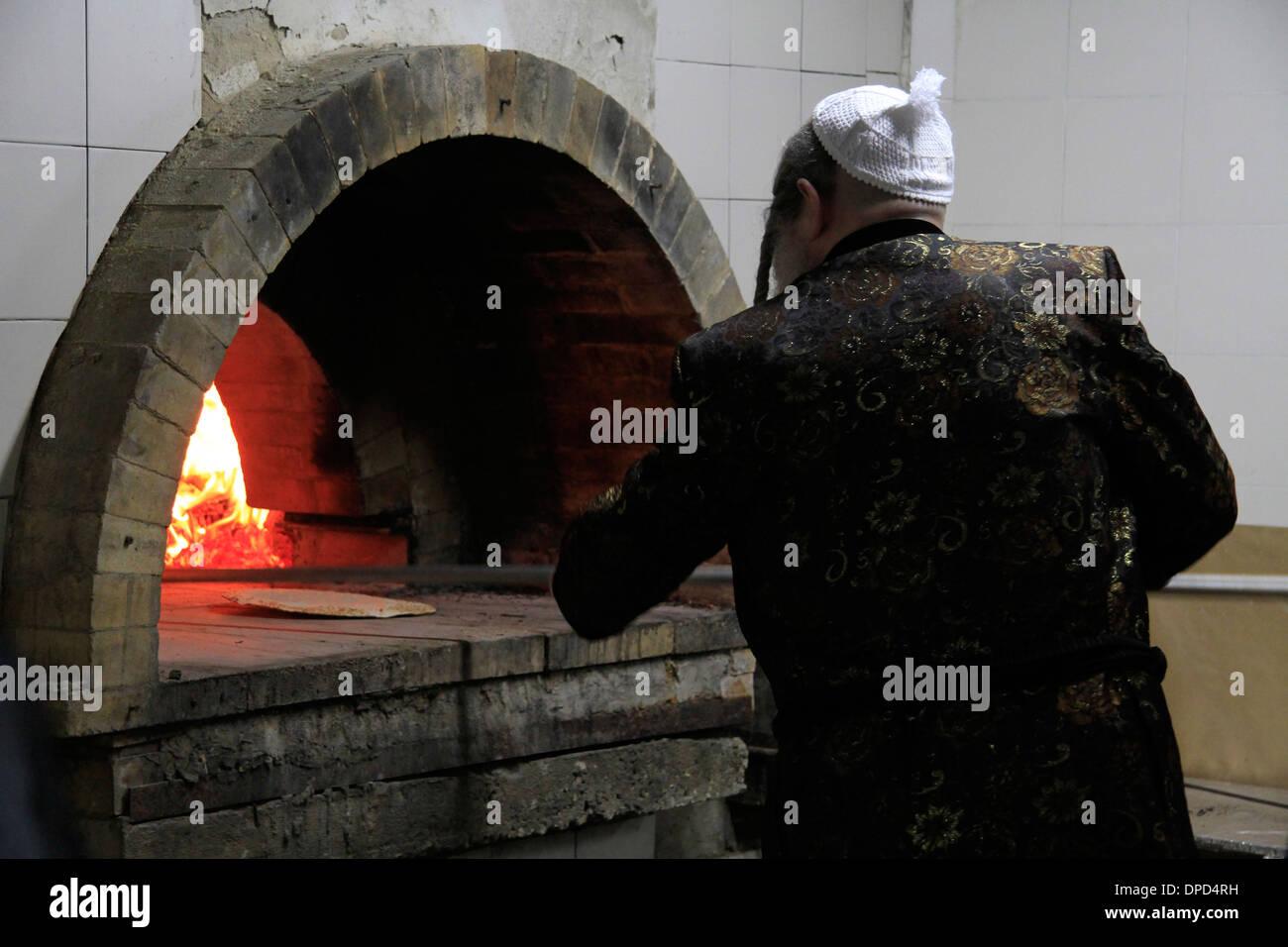 Matzah baking ahead of the Seder meal at the Hasidic Premishlan congrgation - Stock Image